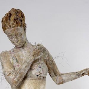 """Effimere e sostenibili: ecco le sculture di Cartasia, biennale della """"paper art"""""""