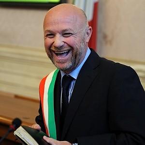 Livorno, primo consiglio ingorgato dai curricula: ancora senza assessori il sindaco M5S
