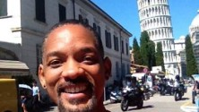 Per Will Smith selfie    con la Torre di Pisa
