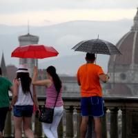 Maltempo, nubifragio e strade allagate in Toscana