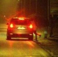 Sorpreso con una prostituta, tenta di corrompere i vigili
