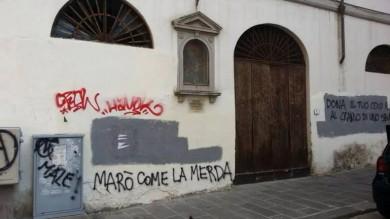 Scritte contro marò e polizia sui muri di San Frediano