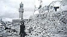Firenze in guerra, la foto in cerca di una storia    La testimonianza    / Leggi