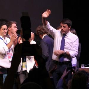 """Leopolda, Renzi: """"L'articolo 18 è come il gettone nell'iPhone"""""""