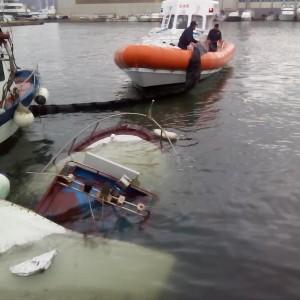 Peschereccio affonda nel porto di viareggio - Bagno genova viareggio ...