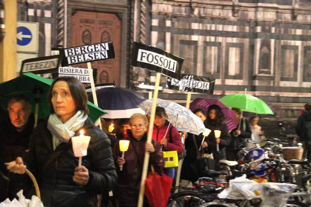 La marcia silenziosa per ricordare gli ebrei fiorentini vittime del nazismo