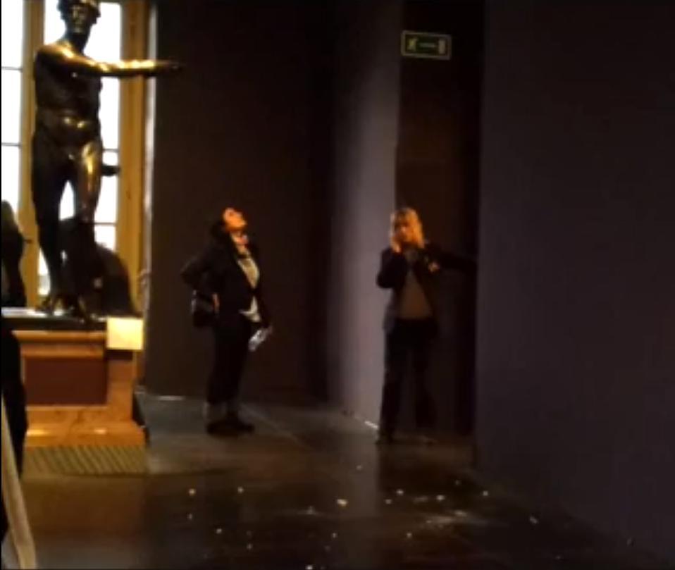 Uffizi, crollano calcinacci dal soffitto dipinto - Video