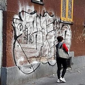 Scritte sui muri di casa denunciati baby writer - Scritte sui muri di casa ...