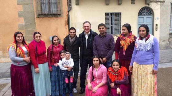 Rossi e i vicini di casa rom: la foto che fa discutere i social