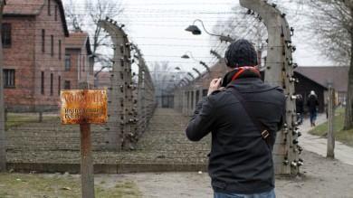 In viaggio nei luoghi della Shoah- Video  visita al Block 21 di Auschwitz