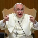 A pranzo alla mensa dei poveri e la messa al Franchi:  la giornata del Papa