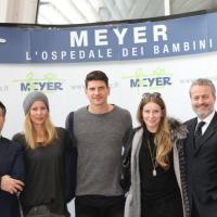 Gomez e Carina al Meyer per una donazione