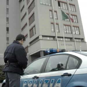 Imprenditore rapinato in strada, via Rolex da 20 mila euro