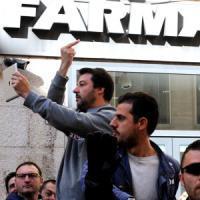 """Regionali, uova e contestazioni contro Salvini a Livorno. Lui replica: """"Sfigati"""""""