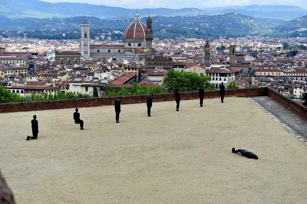 Gli uomini di ferro di Gormley (con vista su Firenze)