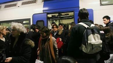 """Treni sovraffollati, la Regione ai pendolari  """"Segnalateci i 100 più a rischio""""  / La lista"""