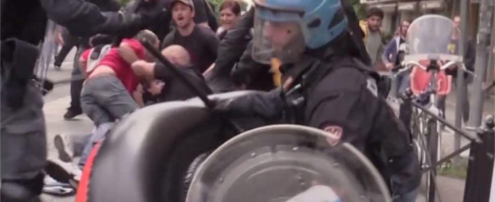 Da Massa a Viareggio, il fronte anti-Salvini: scontri, lancio di sassi e bottiglie, due feriti