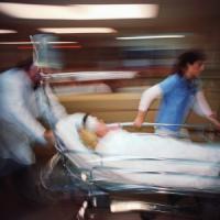 Livorno, getta acido sul volto di una donna. Arrestato un trentenne