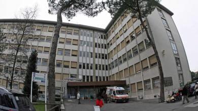 Pisa, all'ospedale Cisanello ascensore  cade dal secondo piano, due operai feriti