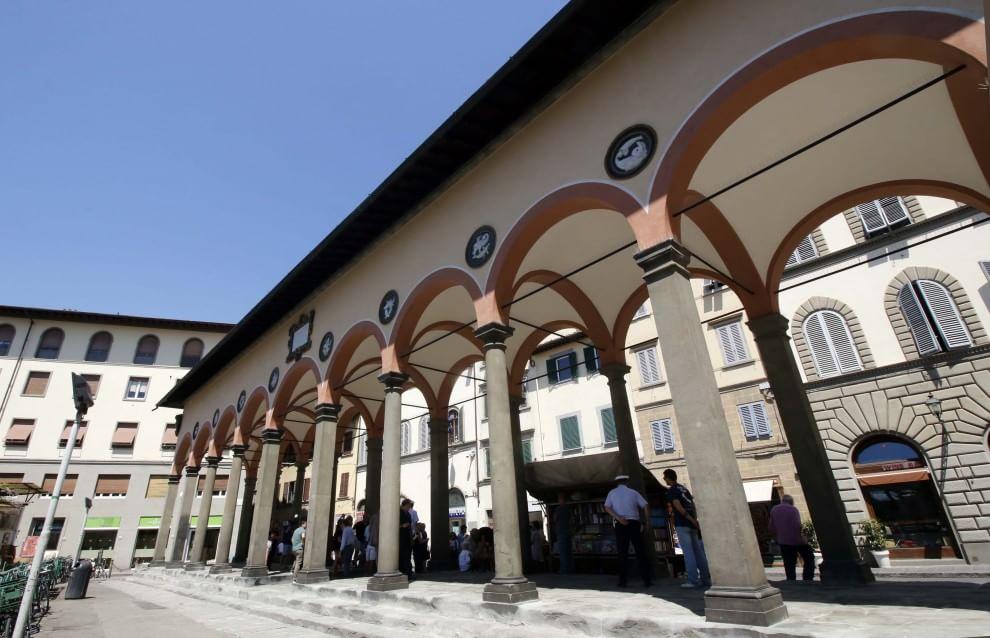 Restaurata la loggia del pesce in piazza ciompi 1 di 1 for Piazza dei ciompi
