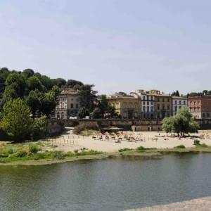 Romanzo da spiaggia, il racconto a puntate sulle vite in riva all'Arno