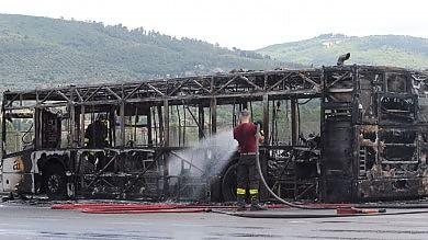 Due bus in fiamme a Firenze e Siena- Foto