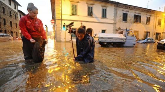 Nubifragio su Firenze, in tilt la linea ferroviaria per Roma: Italia spezzata in due per ore