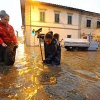 Nubifragio su Firenze, in tilt la linea ferroviaria per Roma: Italia spezzata in due per...