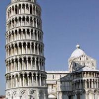 Filmava sotto le gonne delle turiste alla Torre di Pisa