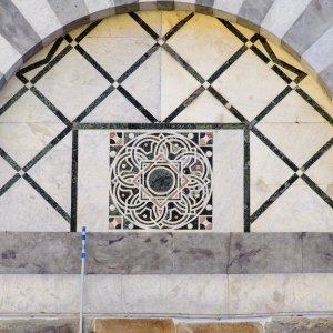 """""""Scoperta la serie di Fibonacci sulla facciata di una chiesa a Pisa"""""""