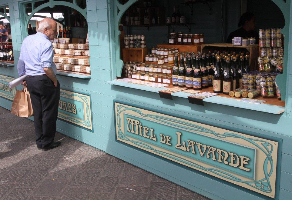 Belle Epoque, il mercatino francese in piazza Santissima Annunziata