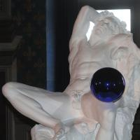 Jeff Koons, nella Sala dei Gigli di Palazzo Vecchio c'è Gazing Ball