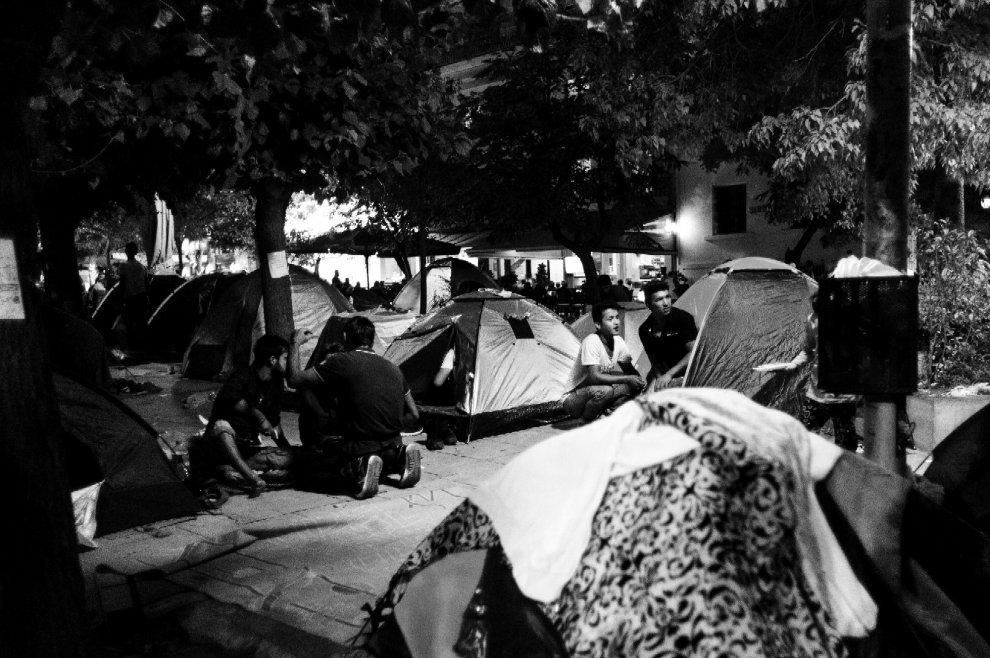 Piazza Vittoria, Atene, con i profughi a metà del viaggio