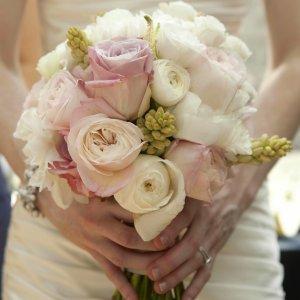 Lascia la promessa sposa a un passo dalle nozze: per la Cassazione deve risarcirla