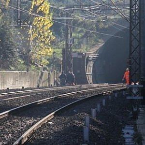 Muore Travolto Dal Treno Stop Alla Circolazione Sulla