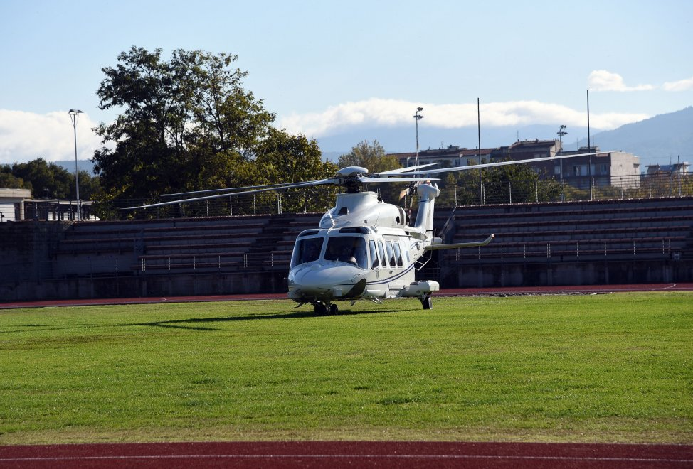 L Elicottero Del Papa : Prove d atterraggio per l elicottero del papa di