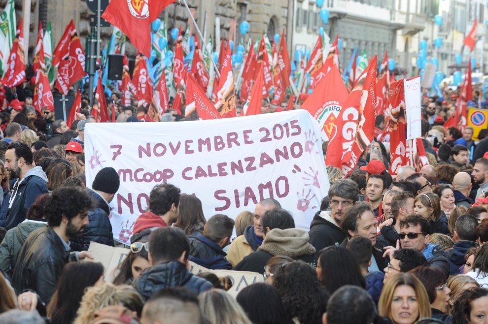 """Lo sciopero della grande distribuzione: """"No alla riduzione di salari e diritti"""""""