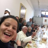 Firenze, selfie con Papa Francesco alla mensa della Caritas