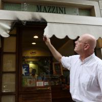Bruciato il tendone di un bar a Firenze: due casi in due giorni