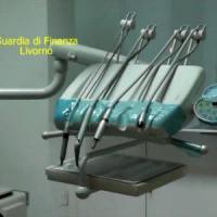 Livorno, scoperto falso dentista: esercitava da  25 anni. Evasi oltre 200mila euro