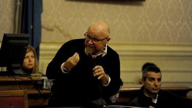 Nogarin contestato da 200 lavoratori  bagarre in consiglio comunale -    foto