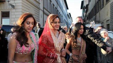 Il matrimonio indiano a Firenze   foto        tra lussi, tamburi e lasagne alla bolognese   Video: il film delle nozze e la lettera ai marò