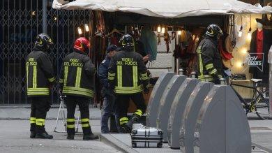 Firenze, due allarmi bomba in centro  evacuati Zara e altri negozi -   foto -     video