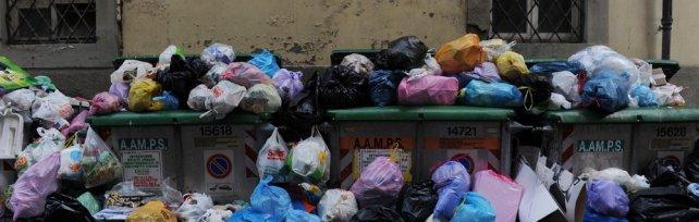 Livorno, la guerra dei rifiuti fra Nogarin  e i lavoratori della municipalizzata   foto