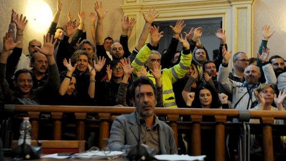 Livorno, vince Nogarin, ma per un voto. La municipalizzata dei rifiuti verso il concordato