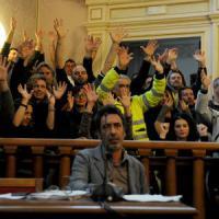 Livorno, vince Nogarin, ma per un voto. La municipalizzata dei rifiuti verso