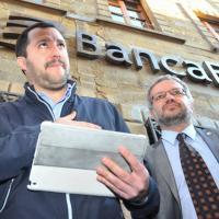 Arezzo, Salvini sul palco davanti a Banca Etruria: