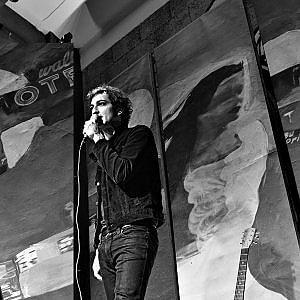 """Il ritorno live superintimo di Vasco Brondi, """"trasformerò la Sala Vanni nella stanza dove ho scritto le mie canzoni"""""""