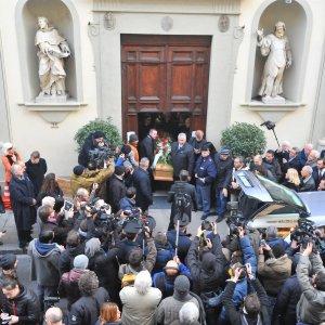 Funerale in chiesa a Pistoia per Licio Gelli: molti parenti, nessun volto noto