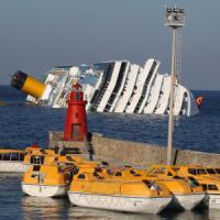 Concordia, quattro anni fa il naufragio: ma il maltempo ferma il traghetto col ministro
